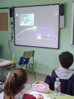 """Conferencia titulada """"Objetivo: la Luna"""" con varios cosmonautas desde Rusia y el Planetario de Madrid."""